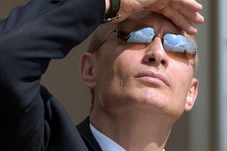 """Putin non ha paura: """"Qualsiasi bersaglio ci minacci verrà distrutto immediatamente"""""""