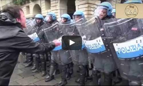 La polizia carica ancora i manifestanti: è successo a Torino il 1° maggio