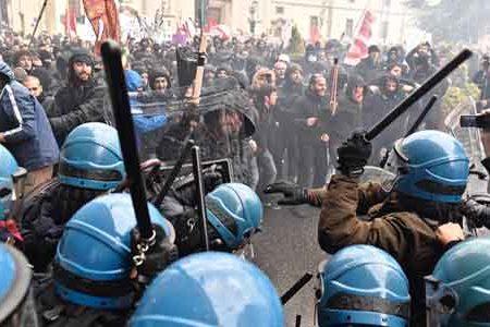 Se chi difende la Costituzione viene manganellato dalla polizia…
