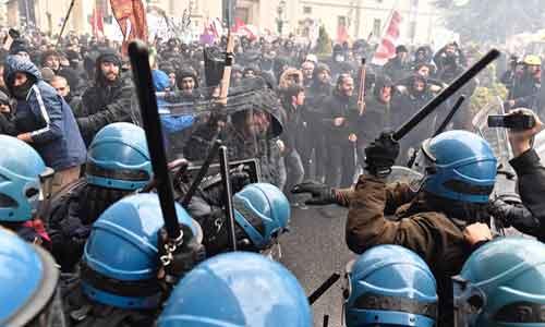 scontri-manifestanti-polizia-leopolda