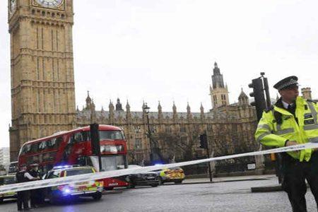 Londra. Spari fuori dal parlamento: diversi i feriti, assalitore morto