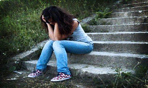 La depressione si diffonde tra i giovani: è allarme in Italia