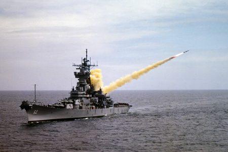 Trump bombarda base militare in Siria: Putin condanna l'attacco