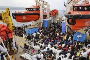 L'invasione di migranti e le ONG: C'è un diritto dei popoli alla loro identità?