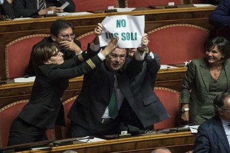 La sciagurata propaganda dello Ius Soli di Grasso e della Chiesa contro le giustificate proteste di M5S e Lega
