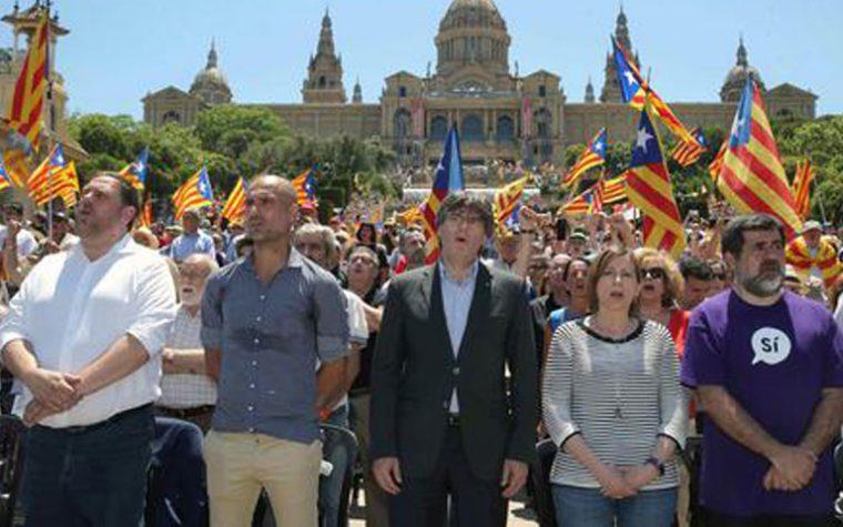 Scaduto ultimatum. Puigdemont vuole indipendenza ma Rajoy prepara il commissariamento