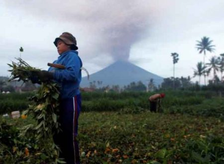 Paura nell'isola di Bali, vulcano Agung rischia di esplodere