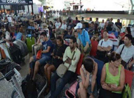 Il vulcano Agung non arresta la sua furia: a Bali riapre l'aeroporto e i turisti fuggono