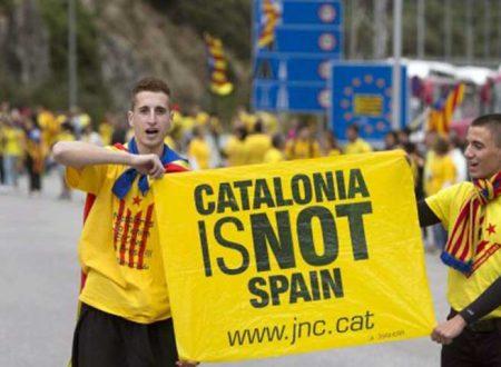 """Voto Catalogna. Vincono gli indipendentisti: Puigdemont chiede incontro ma Rajoy risponde """"picche"""""""