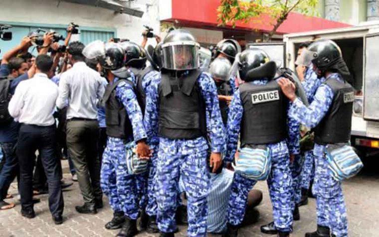 Maldive nella bufera con esercito nelle strade. Arrestato ex presidente: preoccupati i governi mondiali