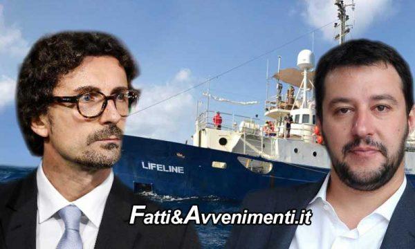 """L'Ong LifeLine imbarca 250 migranti in acque libiche, Toninelli e Salvini: """"Fuori dalle regole, vada in Olanda"""""""