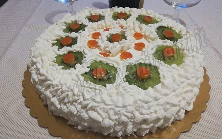 Torta con crema all'arancia, Kiwi, canditi e panna