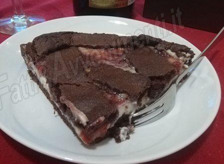 Crostata al cacao con ricotta e marmellata di fragole